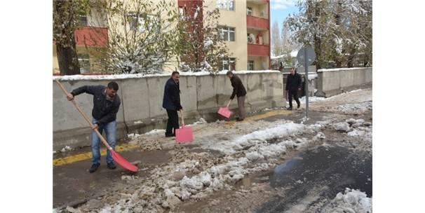 Ardahan Belediyesinden Kar Temizliği