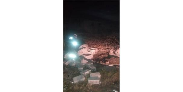 Dibinden Kesilen Çınar Ağacı Mahalleyi Elektriksiz Bıraktı
