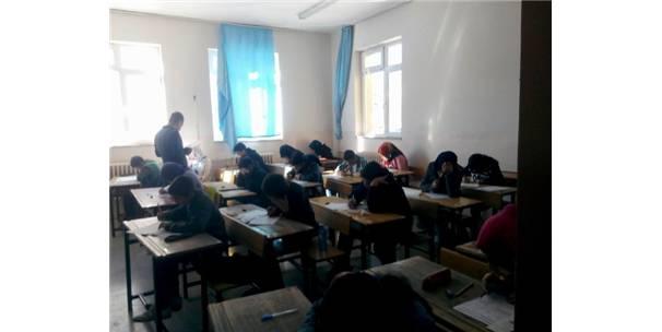 Gürün'de Teog Sınavına 320 Öğrenci Katıldı