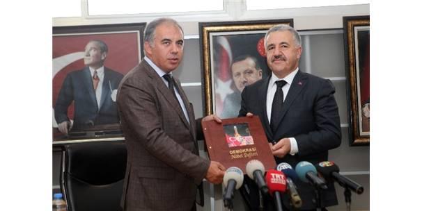 Bakan Arslan, Alaçatı Havalimanı İçin Tarih Verdi
