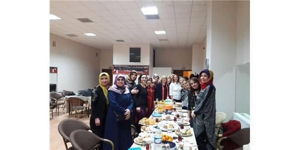 Ak Parti Kadın Kollarından Erdemir İşçilerine Destek