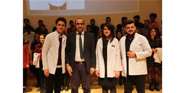 Cü Diş Hekimliği Fakültesi Öğrencileri Beyaz Önlüklerini Giydi