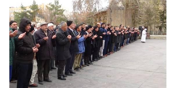 İstanbul Şehitleri İçin Karaman'da Gıyabi Cenaze Namazı Kılındı