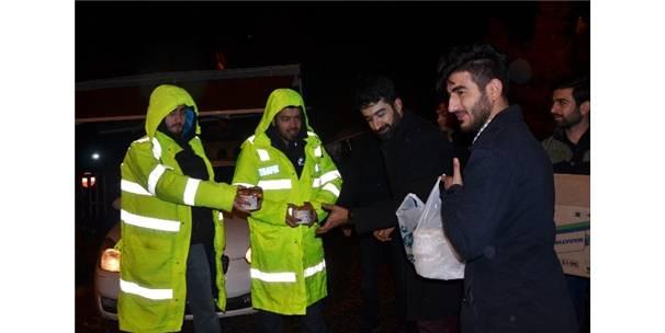Ak Parti Gençlik Kolları'ndan Polise Sıcak Çorba İkramı