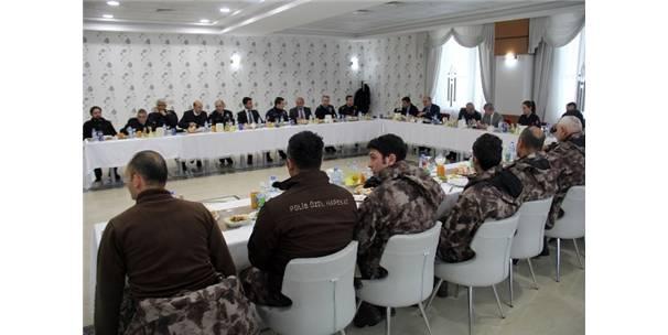 Vali Çınar'dan Polise Taziye Ziyareti
