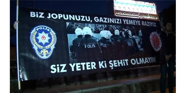 İzmir'deki Teröre Lanet Mitinginde Herkesi Duygulandıran Pankart