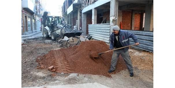 Bornova'da Yol Çalışmaları Aralıksız Sürüyor