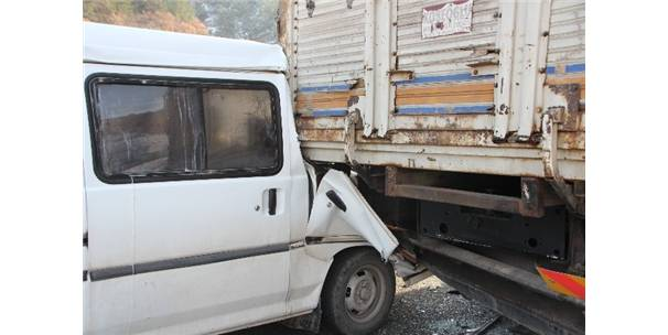 Bilecik'te Trafik Kazası, 1'İ Ağır, 3 Yaralı