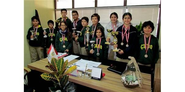 Madalyalara Doymayan O Okulda Bir Başarı Daha