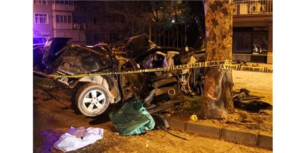 Ağaca Çarpan Otomobil Hurdaya Döndü: 1 Ölü 1 Yaralı
