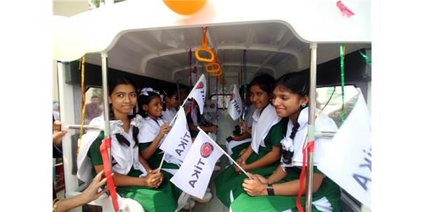 Tika'dan Bangladeş'teki Görme Engelli Çocuklara Okul Taşıtı