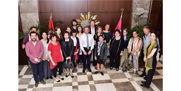 Dünyaca Ünlü Yazar Ve Yayıncılardan Başkan Demircan'a Ziyaret