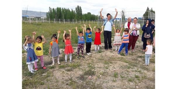 'Şenlikli Toplum' Çocukları Fidan Dikti