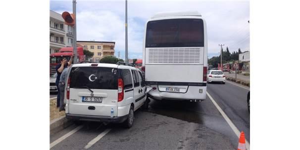 Kamyonet İle Otobüs Çarpıştı: 4 Yaralı