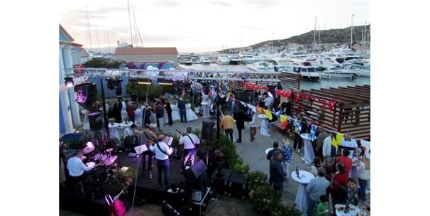 Çeşme Marina'da 'Sezona Merhaba' Partisi