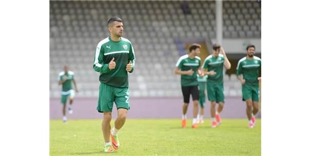Süper Lig'de kalan Bursaspor şehre döndü