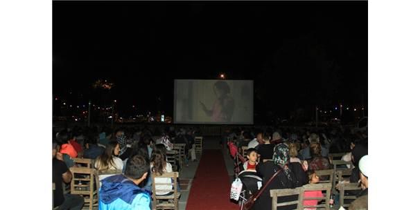 Kartal'da Nostaljik Sinema Günleri Devam Ediyor