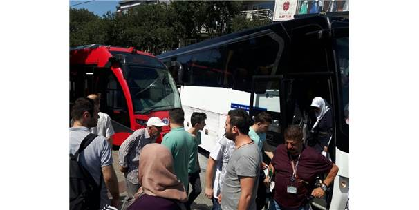 Otobüsle Tramvay Çarpıştı, Trafik Kilitlendi