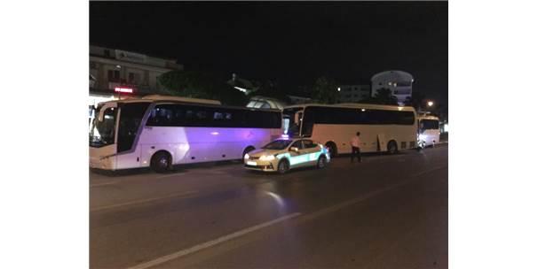 Polisten Tur Otobüslerine Gece Yarısı Baskını