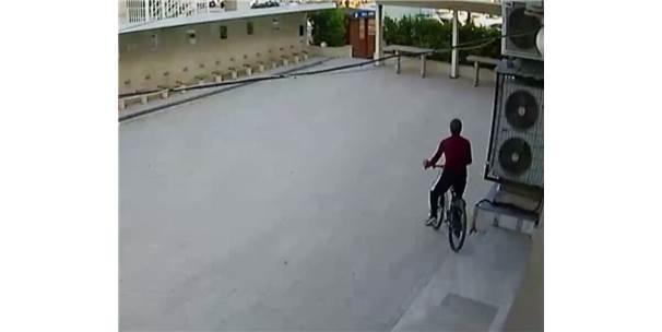 Camide Bisiklet Hırsızlığı Güvenlik Kamerasına Yansıdı
