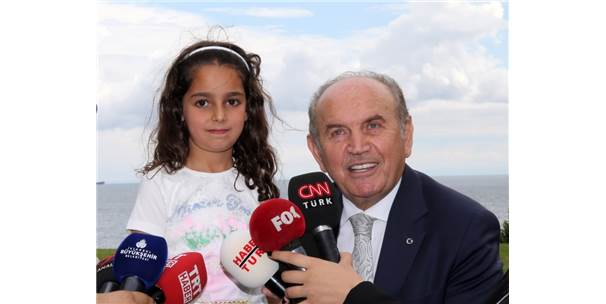 Hakkarili Küçük Yağmur'un Annesi Ve Kardeşleri De İstanbul'a Gelecek