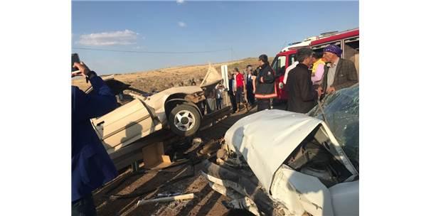 Şanlıurfa'da Otomobiller Kafa Kafaya Çarpıştı: 7 Yaralı