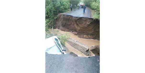 Köprü Çöktü, Otomobil Irmağa Uçtu