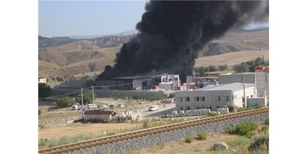 Denizli'de Katı Atık Üretim Tesisinde Büyük Yangın