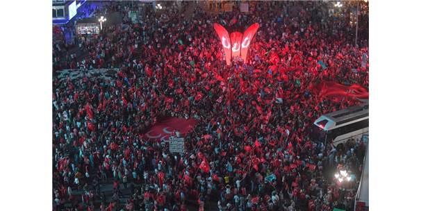 Gökçek, 15 Temmuz Kızılay Milli İrade Meydanı'ndaki Vatandaşlara Seslendi