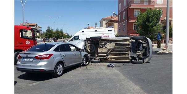 Karaman'da Otomobille Hafif Ticari Araç Çarpıştı: 3 Yaralı