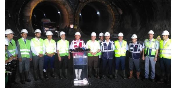 İstanbul Büyükşehir Belediye Başkanı Topbaş, Kazı Çalışmaları Biten Mecidiyeköy- Mahmutbey Metro Tünelini Hattını İnceledi