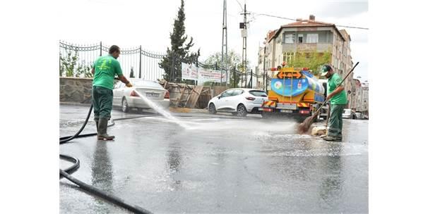 Beyoğlu'nda Cadde Ve Sokaklar Sabunlu Su İle Yıkanıyor