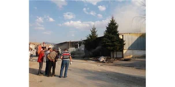 Afyonkarahisar'da Kalem Fabrikasında Yangın
