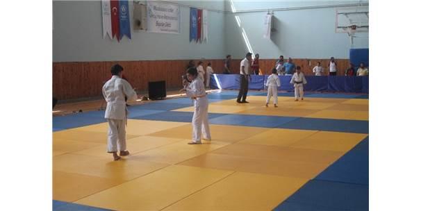 Karadeniz Judo Turnuvasının 15'İncisi, Bayburt'ta Başladı