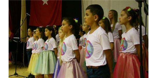 Göçmen Çocuklar 3 Ay Çalıştılar, 10 Dilde Şarkı Söylediler