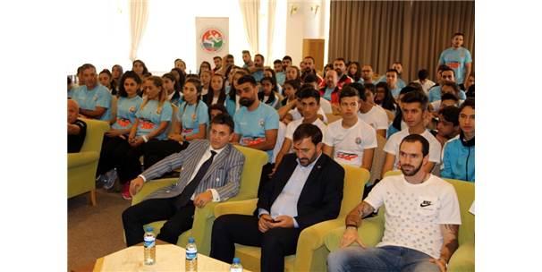Dünya Şampiyonu Milli Atlet Guliyev Genç Sporcularla Buluştu
