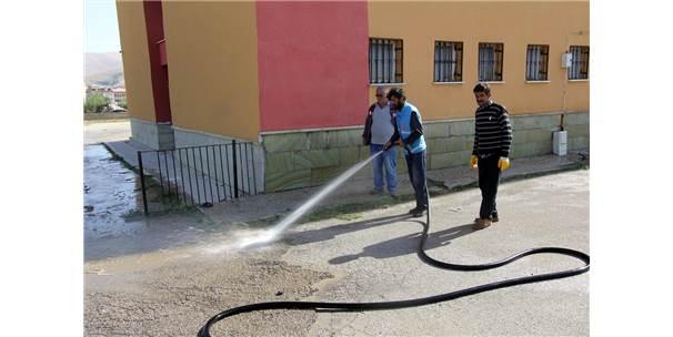 Bayburt'ta Okulların Bahçeleri Temizlendi