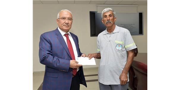 Bulduğu Cüzdanı Sahibine Teslim Eden Belediye İşçisine Başkan Kocamaz'dan Ödül