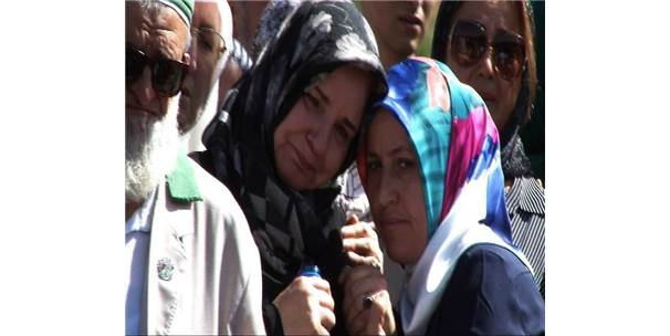 Trafik Kazasında Ölen Anne, Oğlu Ve Torunu Ankara'da Defnedildi
