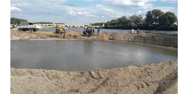 Meriç Nehri Yatağındaki Su Borusu Patladı