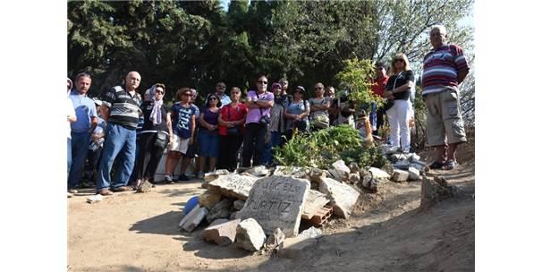 Tuncel Kurtiz Edremit'te Mezarı Başında Anıldı