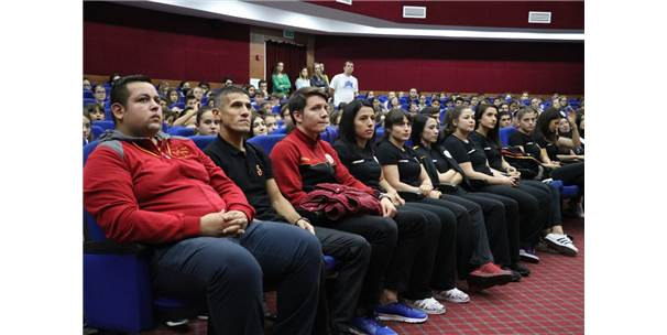 Judocular Öğrencilerle Bir Araya Geldi
