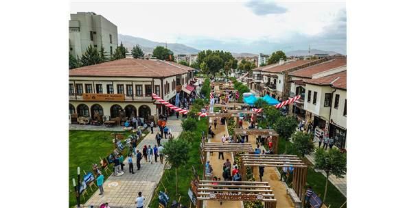 Türkiye'nin En Büyük Fotoğraf Makinesi Müzesi Açıldı