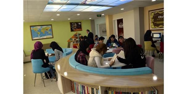 Alaplı'daki Z-Kütüphaneye Öğrenciler İlgi Gösterdi