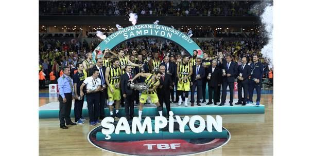 Fenerbahçe, Kupasını Fahri Kasırga Ve Osman Aşkın Bak'ın Elinden Aldı