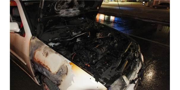 Anamur'da Seyir Halindeki Otomobil Alev Alev Yandı