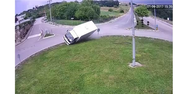 Dikkatsizlikler Kazaları Beraberinde Getirdi
