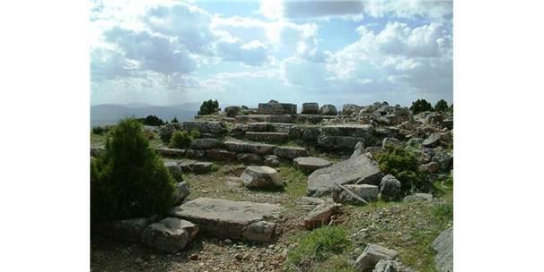Ay Tanrısı 'Men' Tapınağı Köstebek Yuvasına Döndü