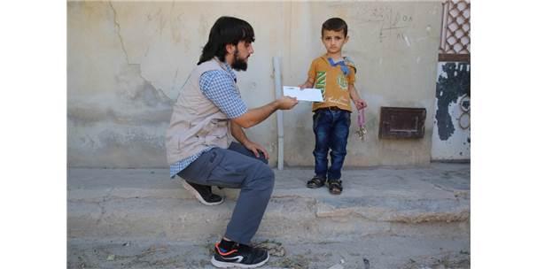 Suriyeli Yetim Çocuklara Yardımlar Sürüyor