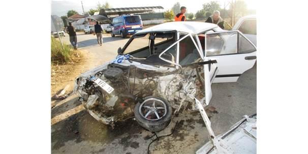 Otomobil Belediye Otobüsü İle Çarpıştı: 1 Yaralı